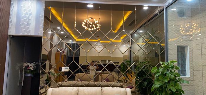 Gương kính thủy trang trí cho phòng khách