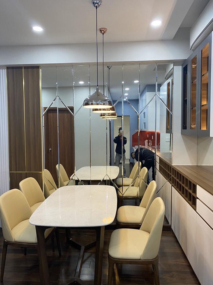 Gương dán tường trang trí phòng ăn