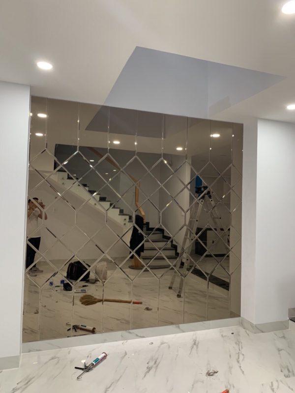 Kính thủy trang trí màu trà - Gương dán tường phòng khách